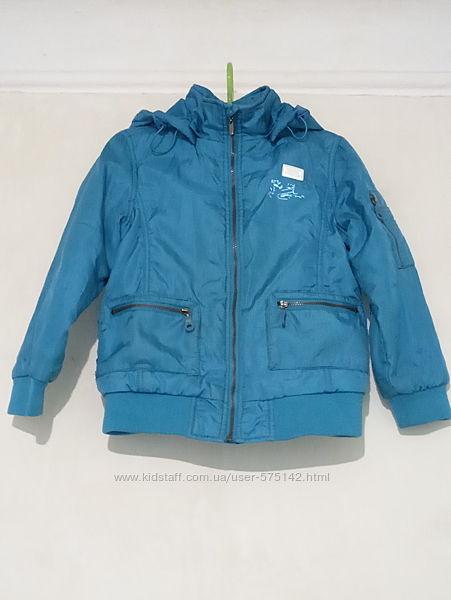 Куртка демисезонная на мальчика, на 5 лет.