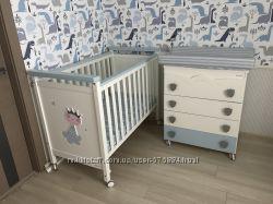 Детская кроватка  комод с пеленальным столиком и ванночкой  матрац Micuna