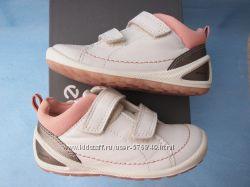 ботиночки кроссовки Экко 26р.