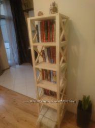 Узкий деревянный стеллаж