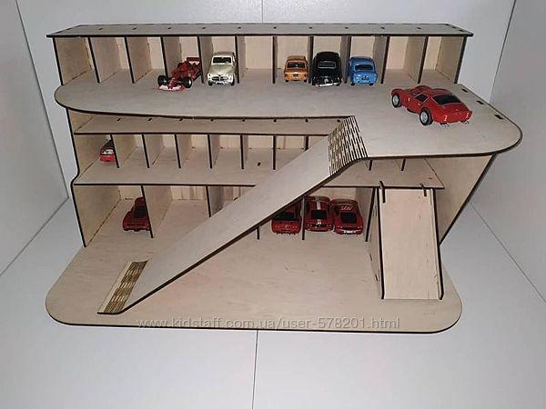 Разные игрушечные парковки, гаражи из фанеры