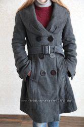 Красивое элегантное итальянское пальто