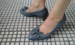 Серые туфельки натуральная кожа 100 процентов. набойки метал. 37 размер