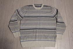 Гарний і  нарядний  чоловічий  светр L