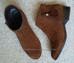 Нові замшеві черевички горіхового кольору 24, 5 см.