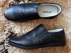 Нові шкіряні туфлі в школу на вузьку ніжку, встілка 22 см.