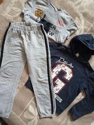 Спортивний комплект - дві кофти і штани в подарунок.