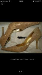 нарядные золотистые туфли