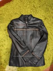 Кожаная куртка в хорошем состоянии размер С