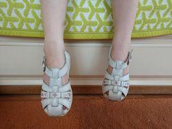 білі сандалі босоніжки Stride Rite на дівчинку 26 розмір 16см