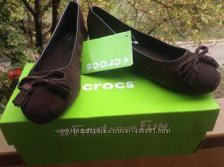 Замшевые балетки Crocs - Espresso embellished lina suede flat, р. 7, 5