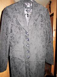 Красивый удлинённый классический пиджак
