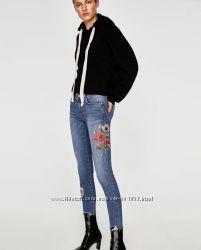 Джинсы с цветочным принтом. Zara. Оригинал. Новая коллекция