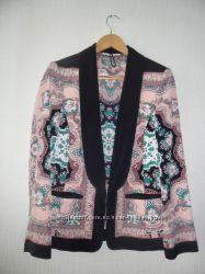 Классный пиджак в красивый принт