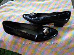 Фирменные из натуральной лаковой кожи туфли 27 см по стельке