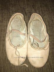 Кожаные чешки и балетки