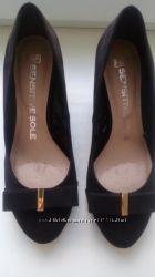 Продам фирменные туфли