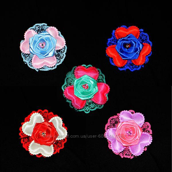 Заколка или резинка Атласная Роза в сердечках