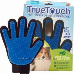 Перчатка щетка фурминаторТру Тач True Touch для вычесывания шерсти животным