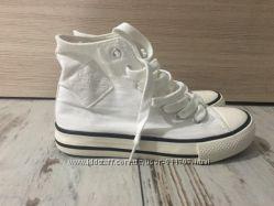 Белые кеды в стиле Converse