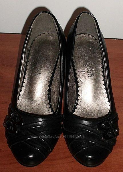 Туфли с декоративными пряжками черные новые кожзам р.36 ст.24 см