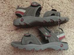 Продам сандали Outventure на мальчика 31 размера