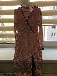 Шикарное велюровое платье, цвет пудра с чёрным кружевом, р. 36 S