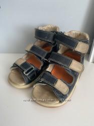 Отдам ортопедические сандалии 4 года 27 размер