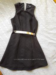 Фактурное платье с ремнем новым 12р.