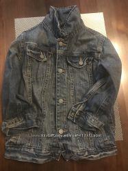 Модная джинсовая куртка в очень хорошем состоянии