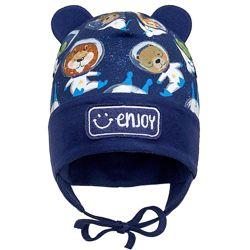 Демисезонная двухслойная шапка на завязках для мальчика 44-48