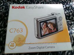 Цифровая фотокамера с зум-объективом Kodak