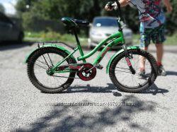 Велосипед в комплекте есть вспомогательные колеса