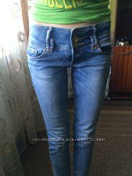 Стильние женские джинсы