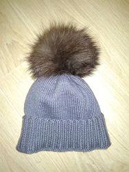 Зимняя шапочка с натуральным бубончиком