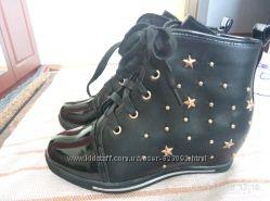 Ботинки для девочки новые. размер 34. стелька - 21 см.