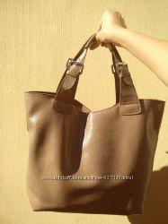 Бежево-коричневая сумочка из натуральной кожи