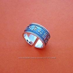 Буддийское серебряное кольцо с мантрой безразмерное