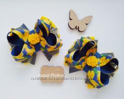 Сине желтый бант розы