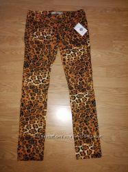 Яркие брюки на раннюю осень с супертрендовым звериным принтом