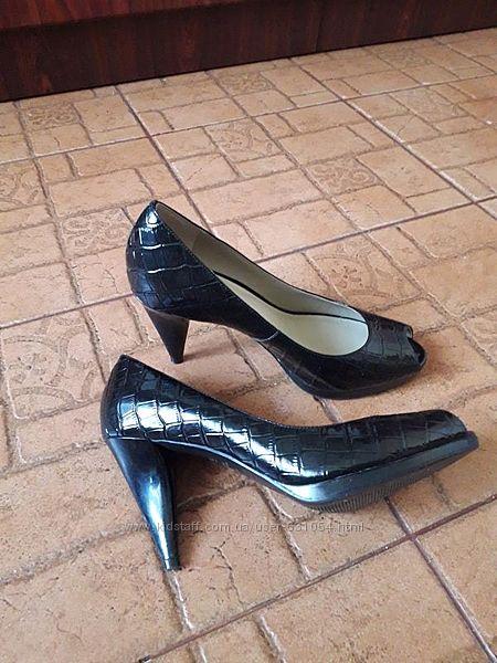 Кожаные туфли с открытым носком 38, 5р