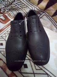 Новые резиновые туфли