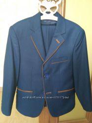 Продам класный костюм школьную форму