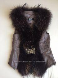 Шикарная натуральная жилетка с мехом чернобурки
