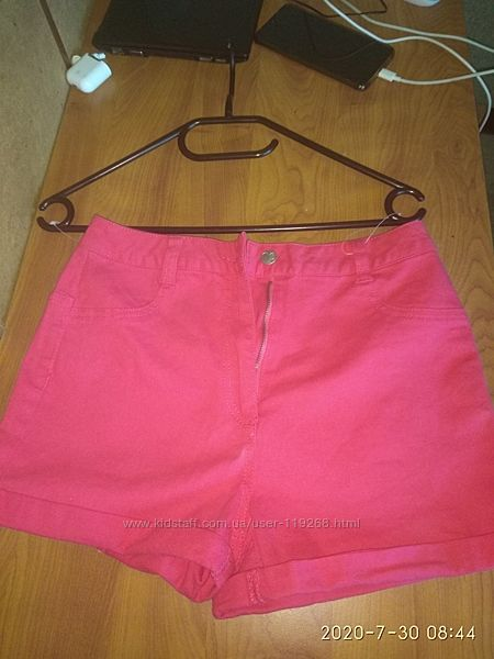 Яркие розовые шорты 14 лет