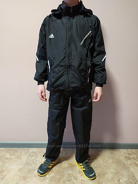 Костюм спортивный подростковый черный Adidas с капюшоном.