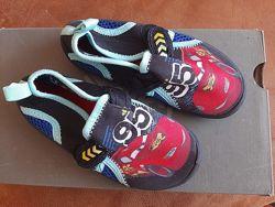Пляжные сандали от Disney размер 27 US9 UK8