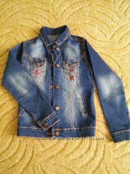 Классная джинсовая куртка р. 140