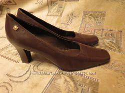 Мягкие удобные стильные туфли на каблуке