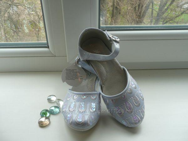 Нарядные туфли на каблучке с пайетками  26р стелька 17,3см